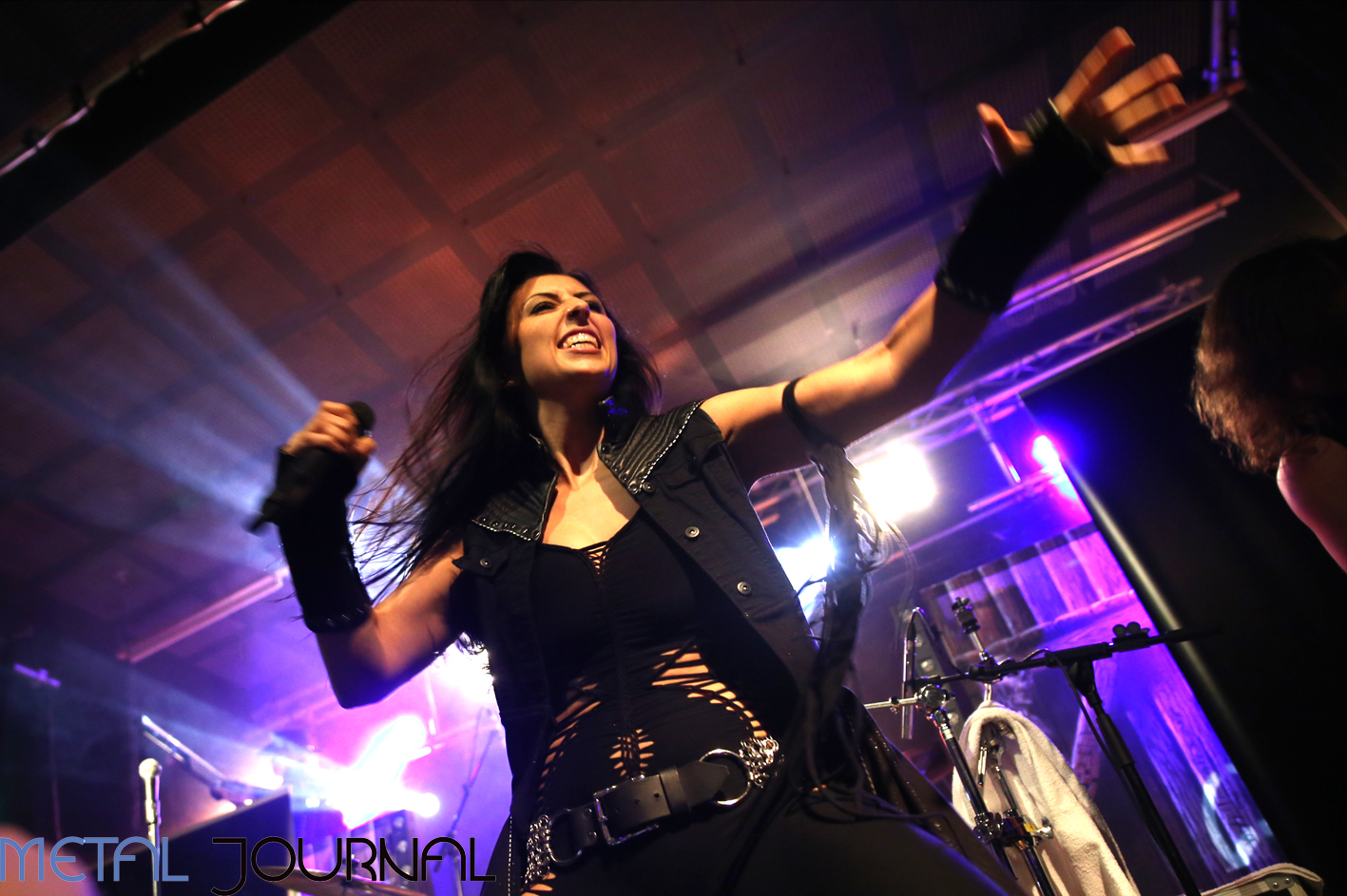 unleash the archers - metal journal 2017 pic 3