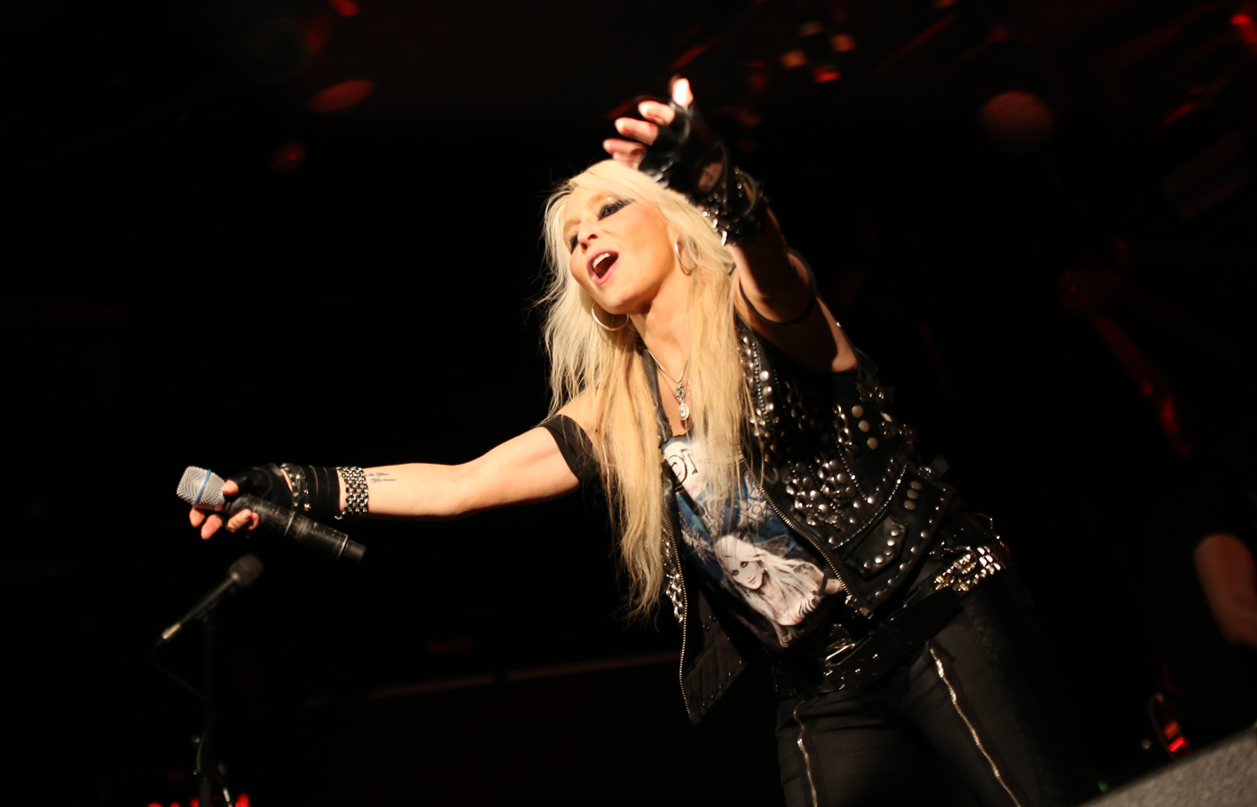 doro metal journal 2019 pic 3