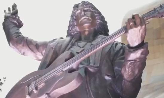 chris cornell estatua